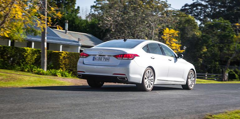 2016 Luxury sedan comparison Hyundai Genesis Ultimate v Jaguar XF 20d Prestige v Infiniti Q70 GT v Lexus GS200t F Sport v Skoda Superb sedan 206TSI-267