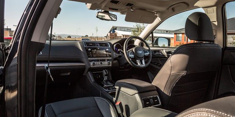 2016 Volkswagen Passat Alltrack 2.0TDI v 2016 Subaru Outback 3.6R Premium-74