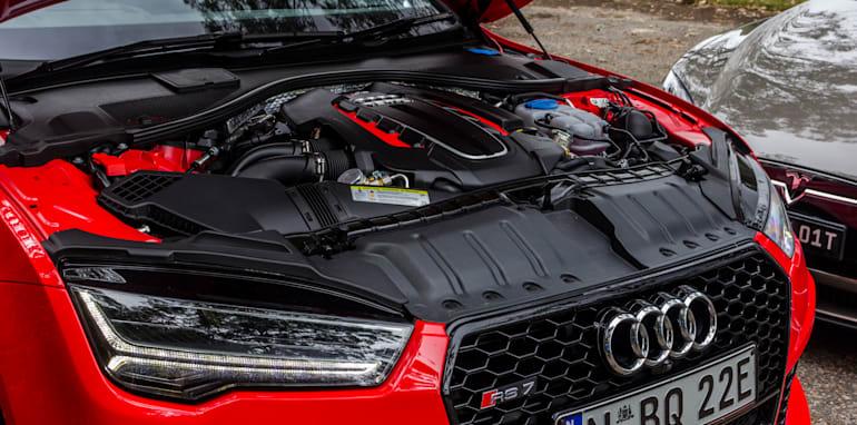 2015 Tesla Model S P85D v 2015 Audi RS7-4