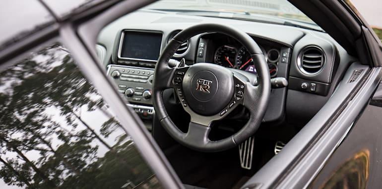 2015-porsche-911-turbo-v-nissan-gtr-comparison-21