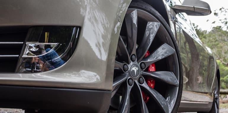 2015 Tesla Model S P85D v 2015 Audi RS7-21