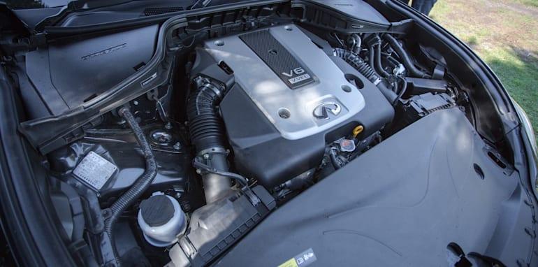 2016 Luxury sedan comparison Hyundai Genesis Ultimate v Jaguar XF 20d Prestige v Infiniti Q70 GT v Lexus GS200t F Sport v Skoda Superb sedan 206TSI-91