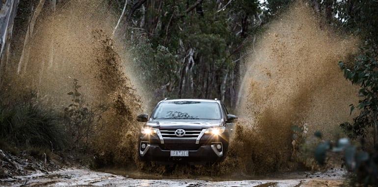 2016 Toyota Fortuner GXL V Mitsubishi Pajero Sport Exceed-107