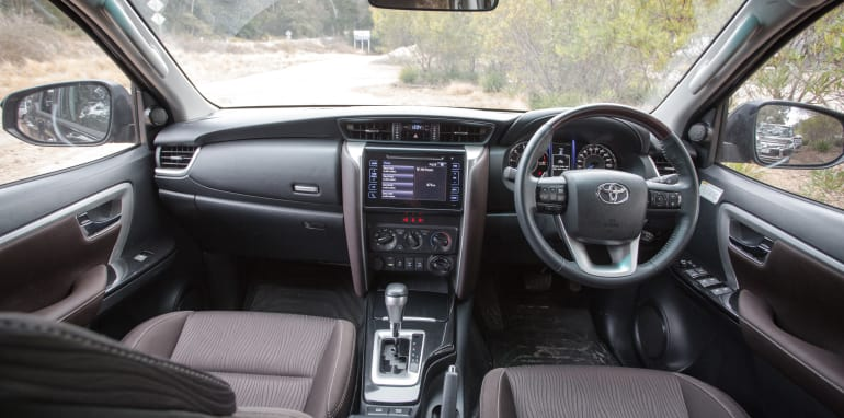 2016 Toyota Fortuner GXL V Mitsubishi Pajero Sport Exceed-66