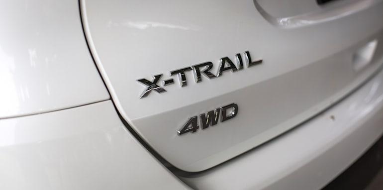 2016-Nissan-Xtrail-comparison-19
