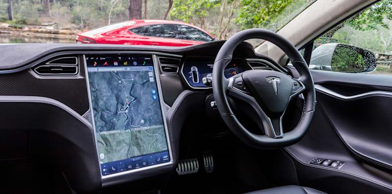 2015 Tesla Model S P85D v 2015 Audi RS7-71