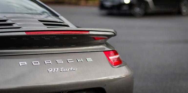 2015-porsche-911-turbo-v-nissan-gtr-comparison-90