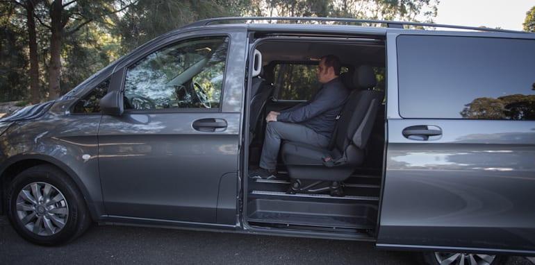 2016 Comparison Volkswagen Caravelle V Mercedes Valente-117