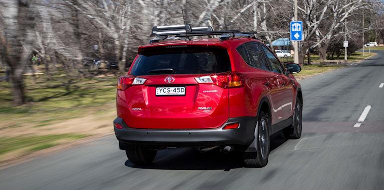2015-RAV4-CX5-TUCSON-FORESTER-4-car-medium-suv-comparison-137