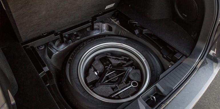 2016 Volkswagen Passat Alltrack 2.0TDI v 2016 Subaru Outback 3.6R Premium-71
