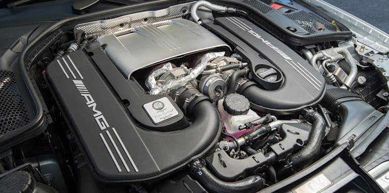2017-Mercedes-AMG-C63-S-sedan - 9