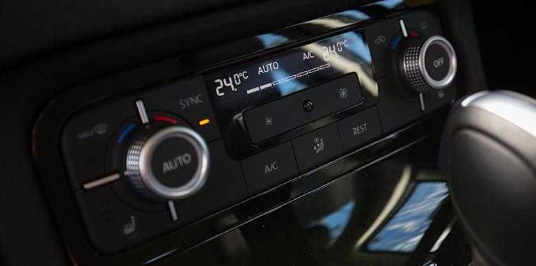 2016-jeep-grand-cherokee-volkswagen-touareg-comparison-35