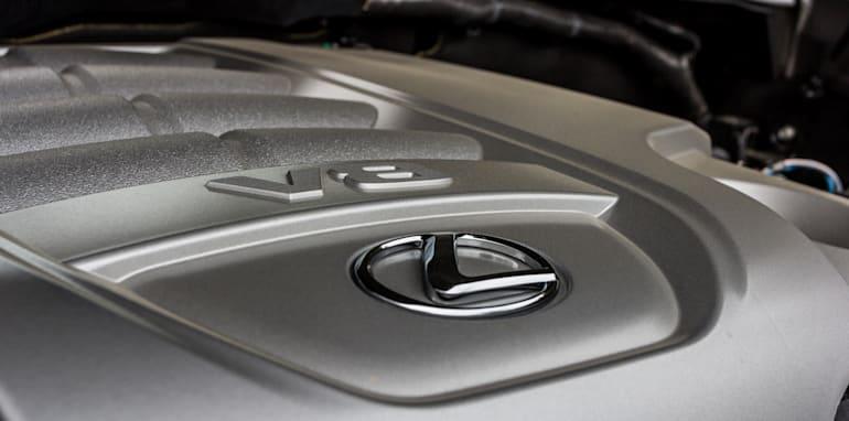 2016 Toyota LandCruiser 200 Series v 2016 Lexus LX570-11