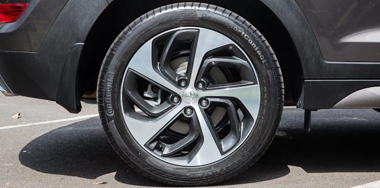 Hyundai Tucson V Honda CR-V-1-13