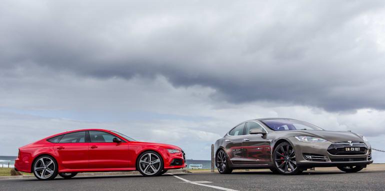 2015 Tesla Model S P85D v 2015 Audi RS7-136