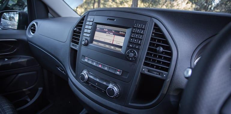 2016 Comparison Volkswagen Caravelle V Mercedes Valente-110