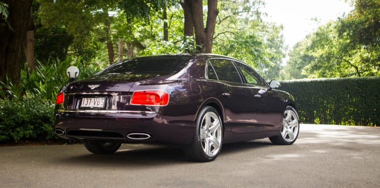 2015-bentley-v-mercedes-super-luxo-comparison-18