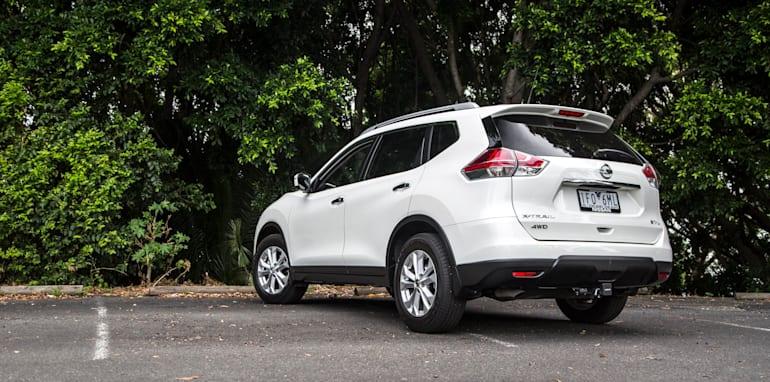 2016-Nissan-Xtrail-comparison-2