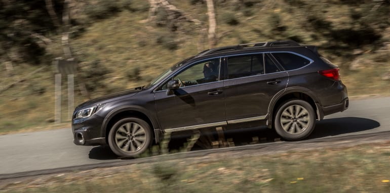 2016 Volkswagen Passat Alltrack 2.0TDI v 2016 Subaru Outback 3.6R Premium-39