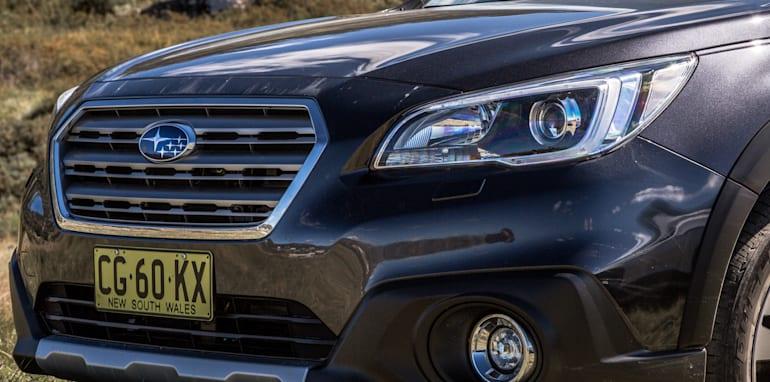 2016 Volkswagen Passat Alltrack 2.0TDI v 2016 Subaru Outback 3.6R Premium-13