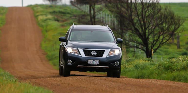 Nissan-Pathfinder-Hybrid-v-Toyota-Kluger-13