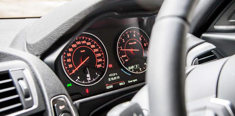 2015-bmw-125i-v-mercedes-benz-a250-sport-interior-28
