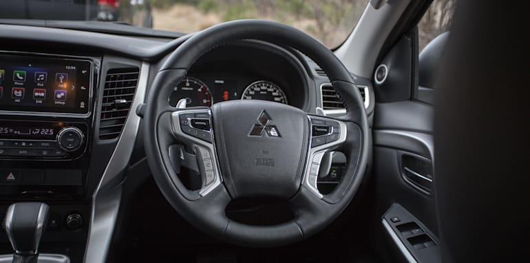 2016 Toyota Fortuner GXL V Mitsubishi Pajero Sport Exceed-54