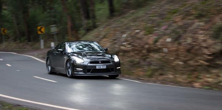 2015-porsche-911-turbo-v-nissan-gtr-comparison-66