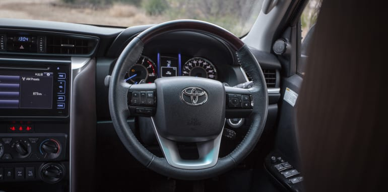 2016 Toyota Fortuner GXL V Mitsubishi Pajero Sport Exceed-67