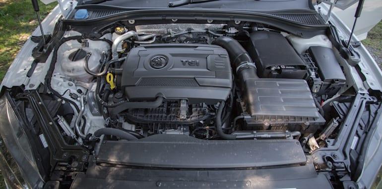 2016 Luxury sedan comparison Hyundai Genesis Ultimate v Jaguar XF 20d Prestige v Infiniti Q70 GT v Lexus GS200t F Sport v Skoda Superb sedan 206TSI-68