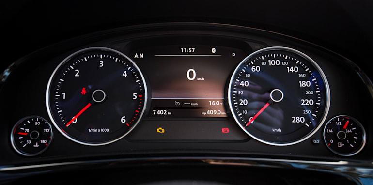 2016-jeep-grand-cherokee-volkswagen-touareg-comparison-37