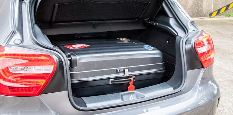 2015-bmw-125i-v-mercedes-benz-a250-sport-interior-36