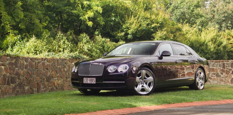 2015-bentley-v-mercedes-super-luxo-comparison-15