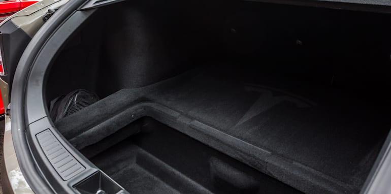2015 Tesla Model S P85D v 2015 Audi RS7-30