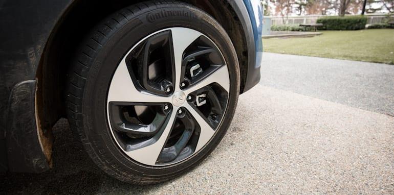 2015-RAV4-CX5-TUCSON-FORESTER-4-car-medium-suv-comparison-106