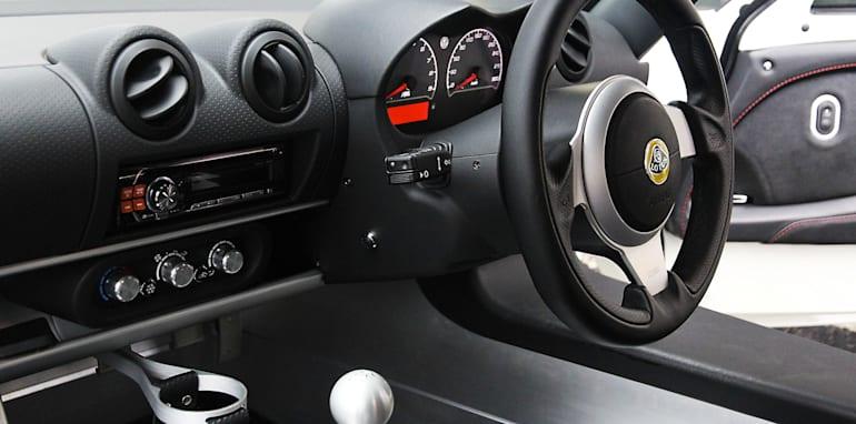 Sports car comparo171