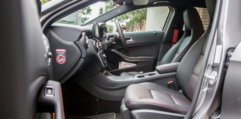 2015-bmw-125i-v-mercedes-benz-a250-sport-interior-39