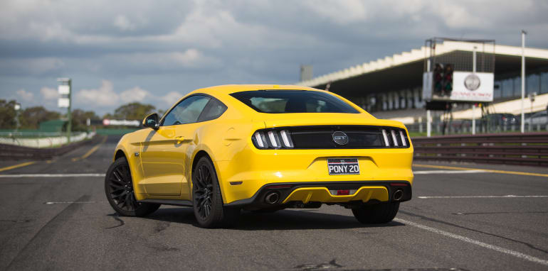 2017-ford-mustang-gt-v-holden-commodore-ss-track-28