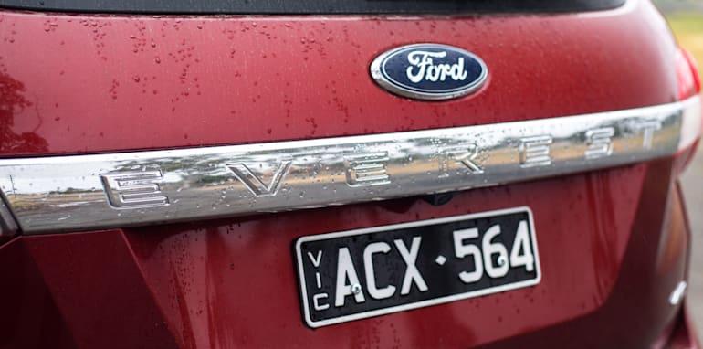 2016-toyota-fortuner-v-ford-everest-comparison-44