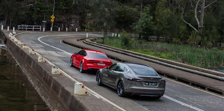 2015 Tesla Model S P85D v 2015 Audi RS7-99