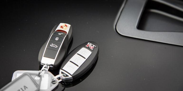 2015-porsche-911-turbo-v-nissan-gtr-comparison-53