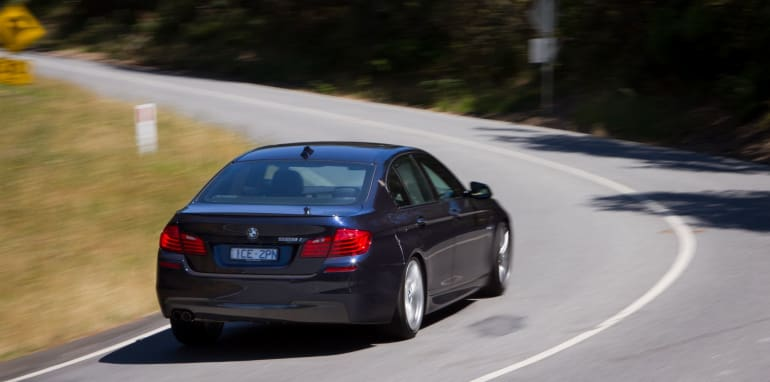 2014-HYUNDAIandBMW-528i-vs-genesis-comparison-63