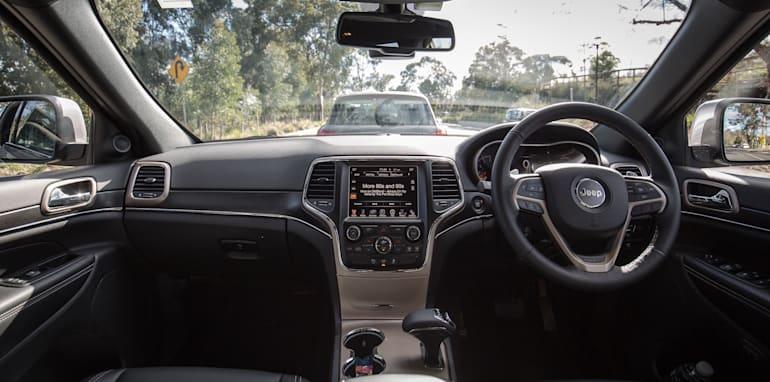 2016-jeep-grand-cherokee-volkswagen-touareg-comparison-9
