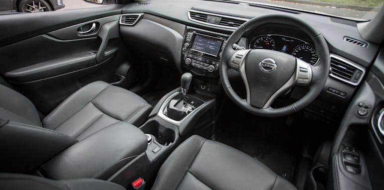 2016-Nissan-Xtrail-comparison-30