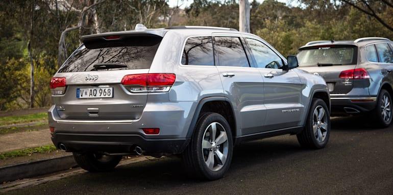 2016-jeep-grand-cherokee-volkswagen-touareg-comparison-59