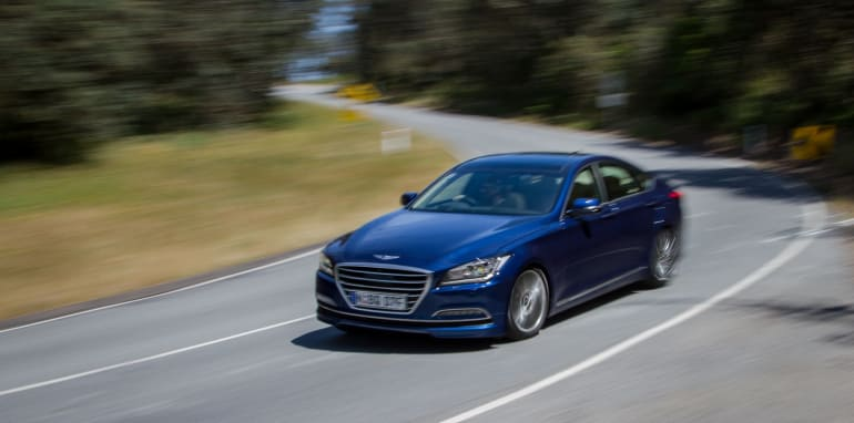 2014-HYUNDAIandBMW-528i-vs-genesis-comparison-60