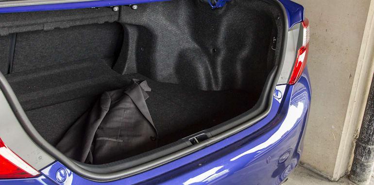 Toyota Camry Mazda 6 Subaru Liberty Hyundai Sonata-113