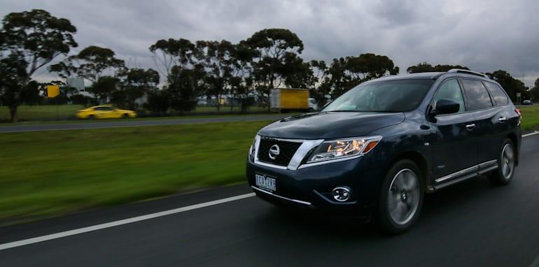 Nissan-Pathfinder-Hybrid-v-Toyota-Kluger-46