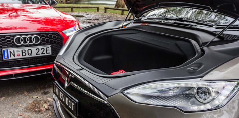 2015 Tesla Model S P85D v 2015 Audi RS7-14