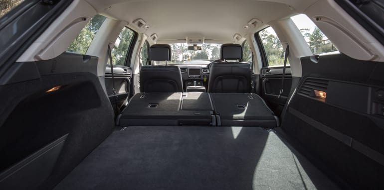 2016-jeep-grand-cherokee-volkswagen-touareg-comparison-24